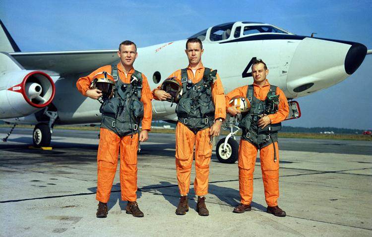 米海軍、不評の青い迷彩服を廃止…「青い迷彩は意味がない」「海に落ちたら発見しにくい」  [902827864]->画像>37枚