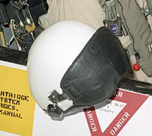 nasa pilot helmet - photo #42