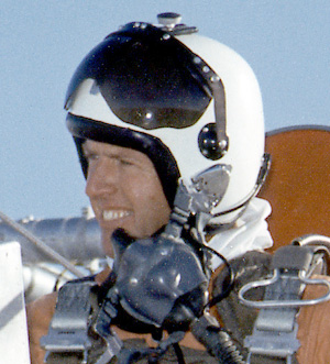nasa pilot helmet - photo #37